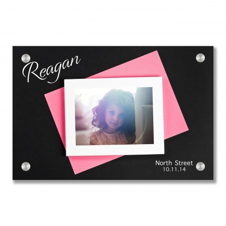 horizontal white photo frame with black field and pink paper und